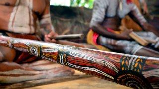 Culture aborigène près d'Uluru en Australie