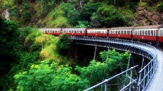 Train dans la forêt de Cairns en Australie